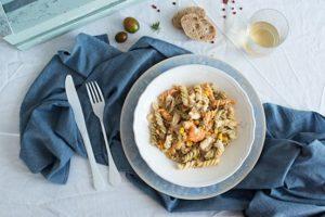 ensalada de pasta con atún y gambas